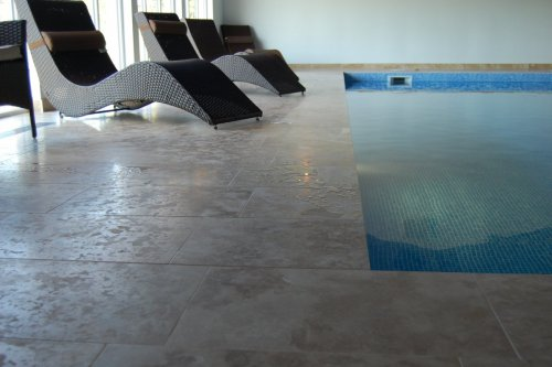 Čištění a impregnace dlažby ve vlhkém prostředí a okolo bazénů