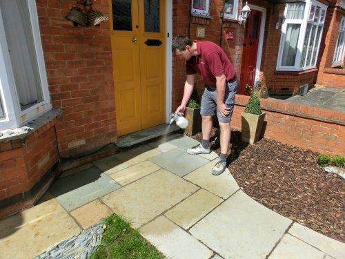 Čištění a impregnace venkovní dlažby z kamene
